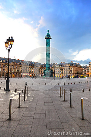 Paris Vendome fyrkantig landmark på solnedgång. Frankrike