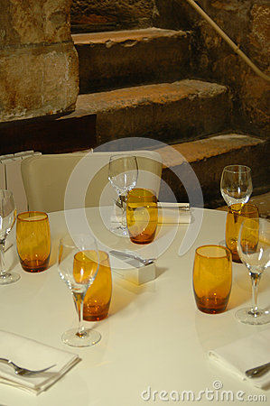 Parisien restaurant table