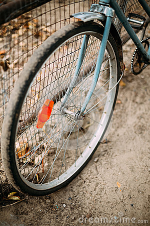 Free Parked Vintage Old Bicycle Bike In Courtyard Stock Photos - 62453123