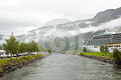 Parking cruise ship on sides of water channel.