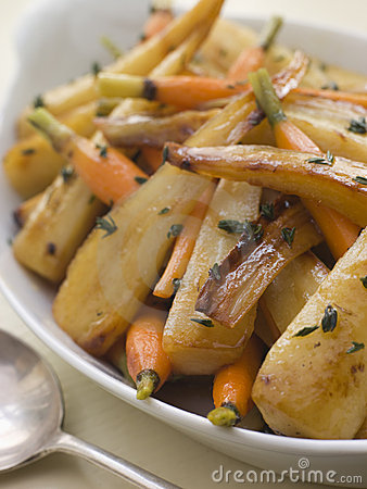 Free Parsnips And Baby Carrots Roasted In Thyme Stock Photography - 5626382