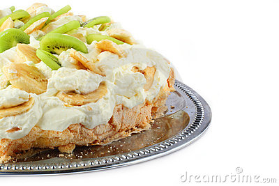 Part of pavlova cake with banana and kiwi over met