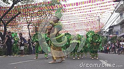 Partecipa alla parata al festival di Sinulog video d archivio