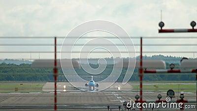 Partenza dell'aereo a getto d'aria stock footage