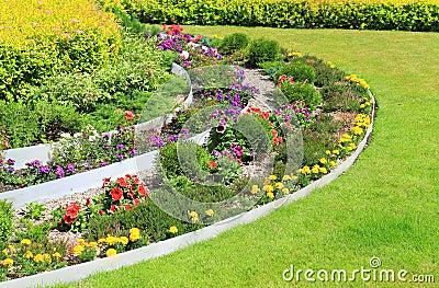 parterre d coratif sur une pelouse photo stock image 41974611. Black Bedroom Furniture Sets. Home Design Ideas