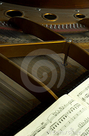 Partes internas de um piano grande