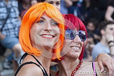 Participantes en el orgullo alegre 2012 de Bolonia Foto editorial