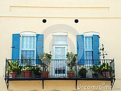 Balcone Con I Fiori E Le Piante Foto Stock – 305 Balcone Con I ...