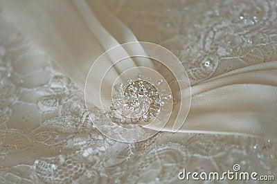 Particolare del vestito da cerimonia nuziale