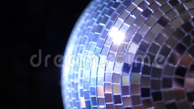 Party Light Music Disco-Ball ändern Hammer auf schwarzem Hintergrund Rotierende Spiegel-Diskothek, die in Nachtklassenbeleuchtung stock footage