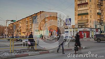 Paso de peatones y tráfico almacen de metraje de vídeo