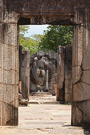 Passage in ruins to Buddha statue