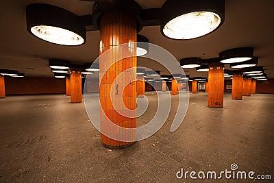 passage souterrain berlin. Black Bedroom Furniture Sets. Home Design Ideas