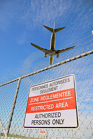 Free Passenger Jet And Airport Perimeter Fence Royalty Free Stock Photography - 3736687