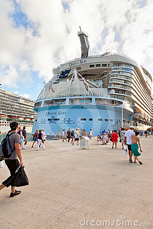 Passengers Return to the Oasis of the Seas Editorial Photography