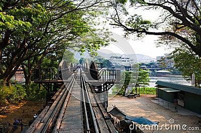 Passerelle au-dessus du fleuve Kwai