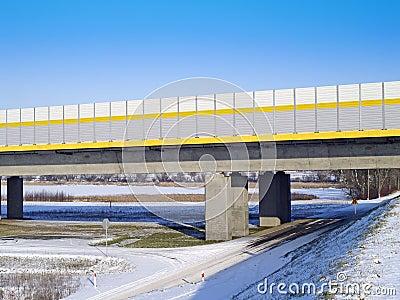 Passerelle de l autoroute A1 à travers la rivière la Vistule