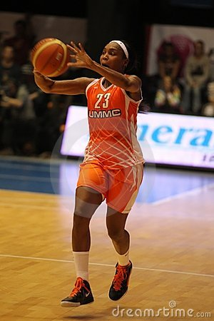 Passing Cappie Pondexter Editorial Stock Image