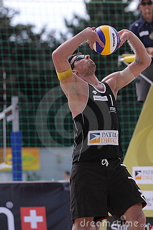 Passing Jonathan Erdmann - beach volleyball Editorial Photo
