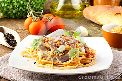 Pasta with anchovies, tomatoes