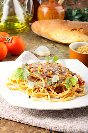 Pasta with anchovies and tomatoes