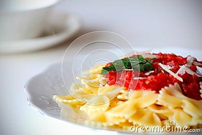 Pasta farfalle with tomato sauce