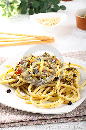 Pasta with fresh sardines and fennel