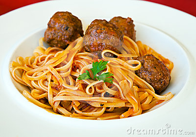 Pasta Linguine with meatballs and tomato sauce