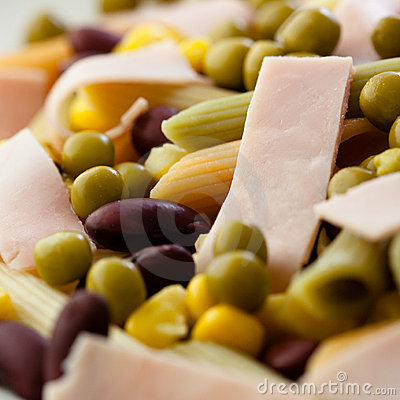 Pasta salad with ham and vegetables