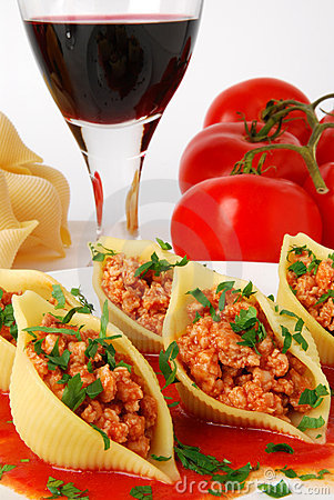 Free Pasta Stuffed With Meat Royalty Free Stock Images - 6814919
