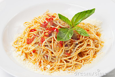 Pasta with sweet bell pepper, basil