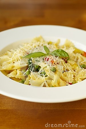 Pasta with vegetables and cheese