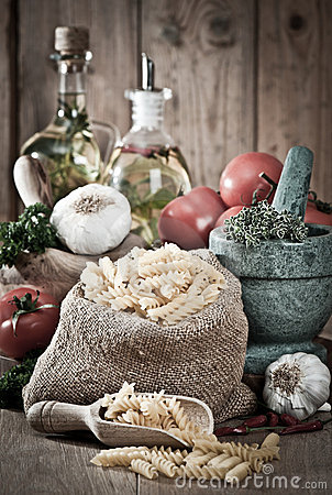 Free Pasta With Garlic & Herbs Stock Image - 15600741