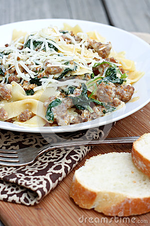 Free Pasta With Sausage And Greens Royalty Free Stock Image - 31395276