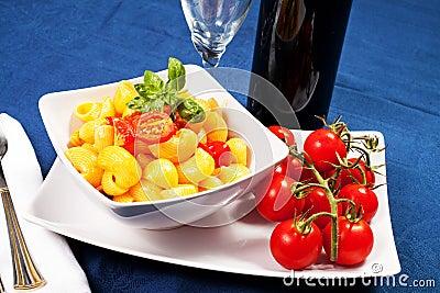 Pastas con los tomates frescos