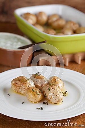 Patatas asadas del bebé con tomillo