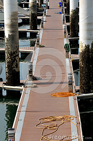 Path byboard on dock