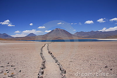 Path to a desert lake