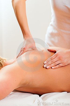 Free Patient At The Physiotherapy - Massage Stock Photography - 20352072