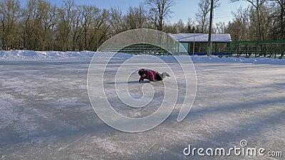 Patinaje de hielo de la familia almacen de video