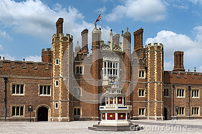Patio of the source, Hampton Court Palace, London Editorial Stock Image