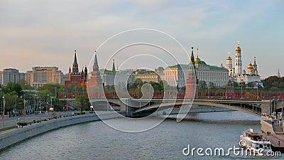 从Patriarshiy桥梁的看法在克里姆林宫和圣蓬蒿的大教堂 股票录像