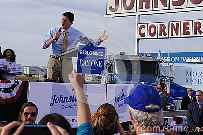 Paul Davis Ryan samlar Mitt Romney Redaktionell Arkivbild