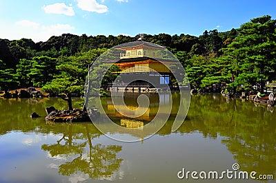 金黄pavillion寺庙