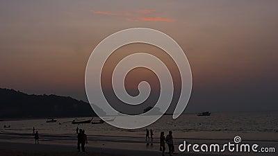 Paysage au coucher du soleil à Phuket banque de vidéos