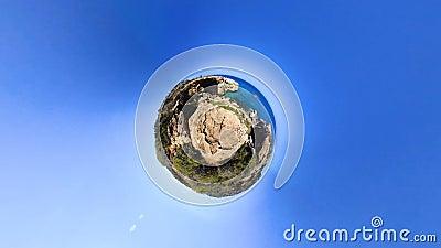 paysage marin 360 étonnant et bateau contre l'horizon éloigné de ciel banque de vidéos