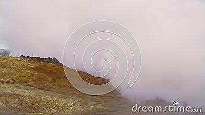 Paysage martien Activité géothermique, éruptions de vapeur chaude du sol, Islande, banque de vidéos