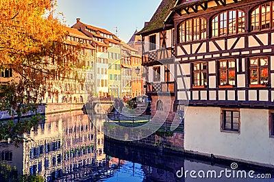 Paysage urbain d 39 automne de strasbourg avec les maisons - Residence les jardins d alsace strasbourg ...