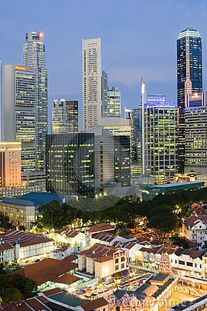 Paysage urbain de Singapour au crépuscule
