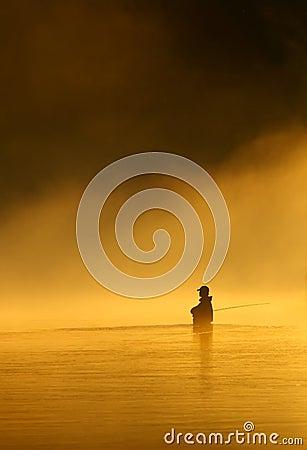 Pêche de mouche dans les eaux calmes